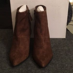 NWOT brown suede ankle boots